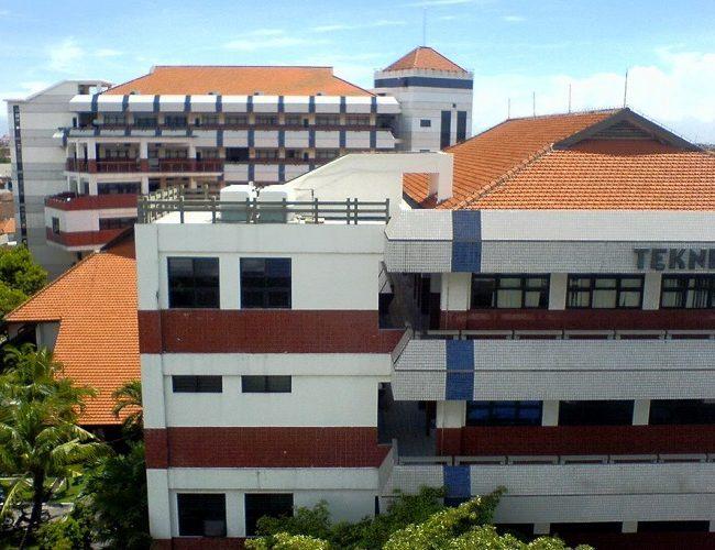 Universitas-Surabaya-3-650×500